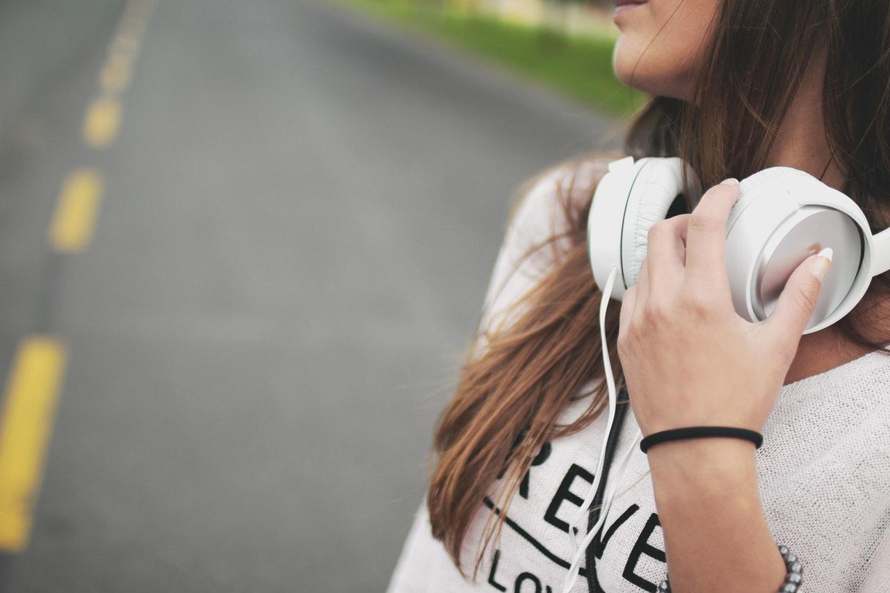 como aprender ingles ouvindo musicas